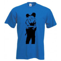 Banksy Kissing Coppers Mens T-Shirt